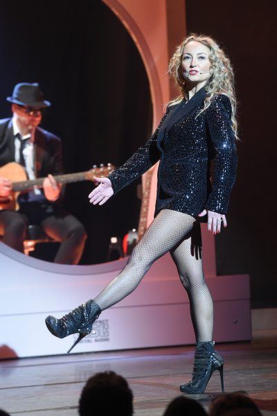 """Exclusif                                                Filage  du 5ème woman show """"N°5 de Chollet"""" de Christelle Cholet à la Salle Pleyel à Paris"""
